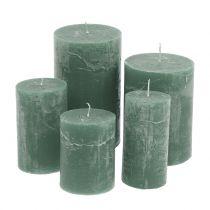 Gekleurde kaarsen groen van verschillende grootte